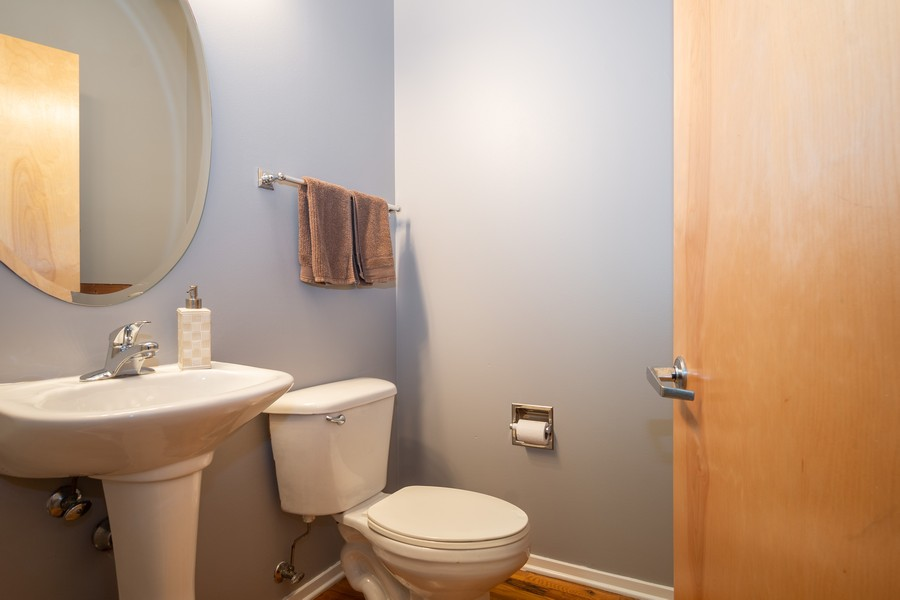 Real Estate Photography - 700 W Van buren, 1403, Chicago, IL, 60607 - Powder Room