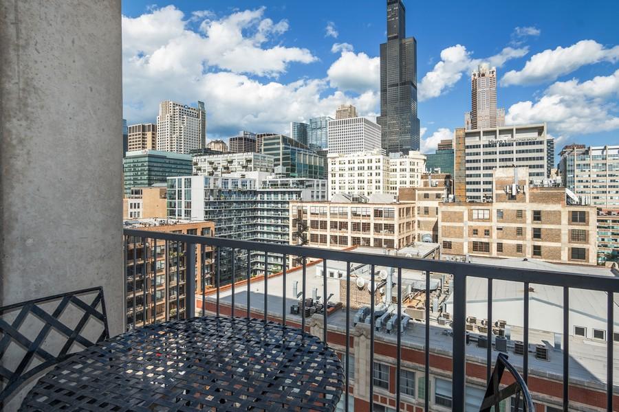 Real Estate Photography - 700 W Van buren, 1403, Chicago, IL, 60607 - Balcony