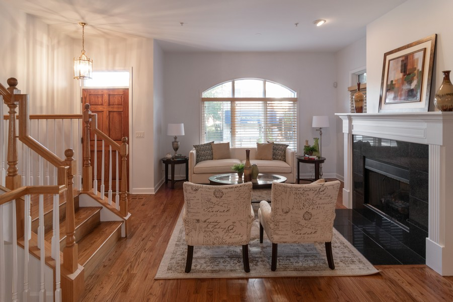 Real Estate Photography - 186 N Marion Ave, Oak Park, IL, 60302 - Living Room