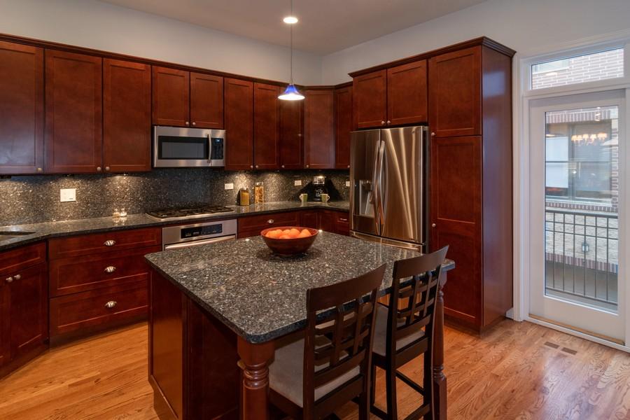 Real Estate Photography - 186 N Marion Ave, Oak Park, IL, 60302 - Kitchen