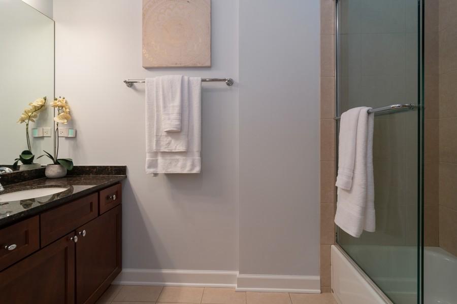 Real Estate Photography - 186 N Marion Ave, Oak Park, IL, 60302 - Bathroom