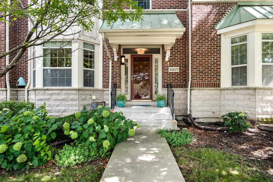 Real Estate Photography - 2217 Patriot Blvd, Glenview, IL, 60026 - Entryway