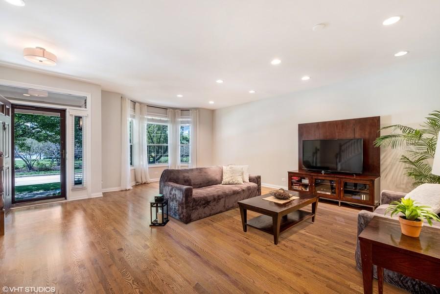Real Estate Photography - 2217 Patriot Blvd, Glenview, IL, 60026 -