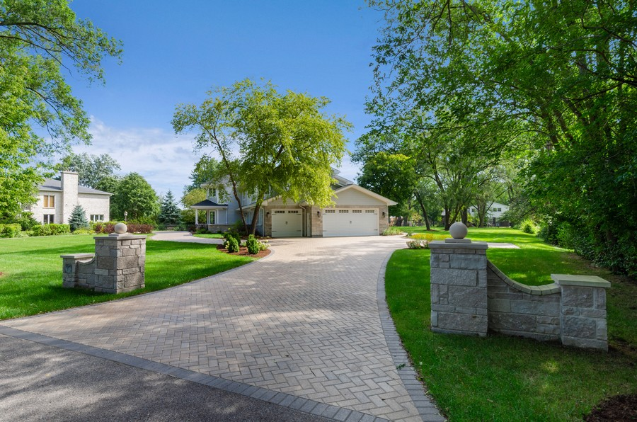 Real Estate Photography - 3602 Lawson Rd, Glenview, IL, 60026 - Driveway