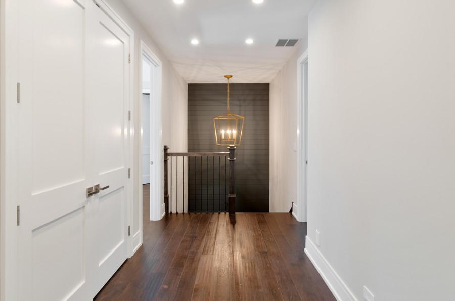Real Estate Photography - 3602 Lawson Rd, Glenview, IL, 60026 - Hallway