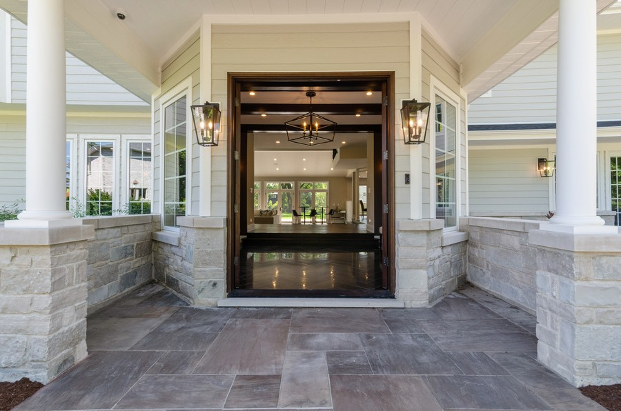 Real Estate Photography - 3602 Lawson Rd, Glenview, IL, 60026 - Entryway