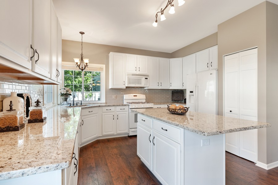 Real Estate Photography - 1723 Fairport Dr, Grayslake, IL, 60030 - Kitchen