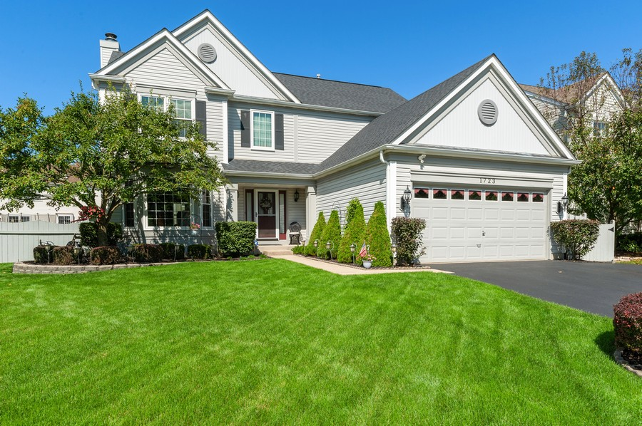 Real Estate Photography - 1723 Fairport Dr, Grayslake, IL, 60030 - Front View
