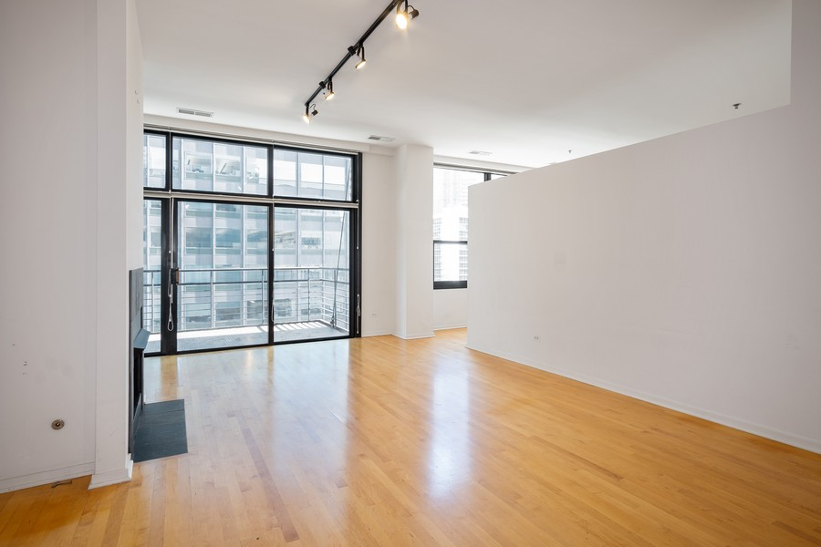Real Estate Photography - 130 S. Canal St., #816, Chicago, IL, 60606 - Living Room