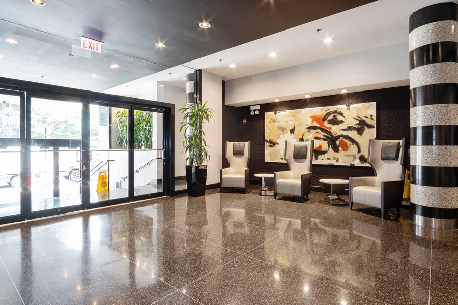 Real Estate Photography - 130 S. Canal St., #816, Chicago, IL, 60606 - Lobby