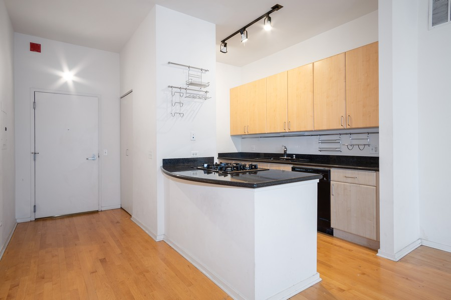 Real Estate Photography - 130 S. Canal St., #816, Chicago, IL, 60606 - Kitchen