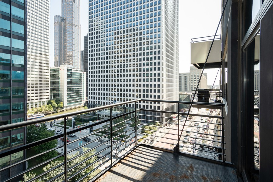 Real Estate Photography - 130 S. Canal St., #816, Chicago, IL, 60606 - Balcony/View