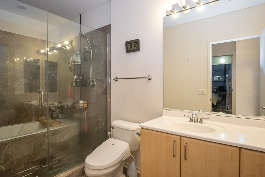 Real Estate Photography - 130 S. Canal St., #816, Chicago, IL, 60606 - Bathroom
