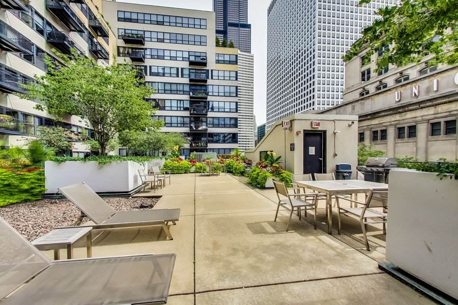 Real Estate Photography - 130 S. Canal St., #816, Chicago, IL, 60606 - Terrace