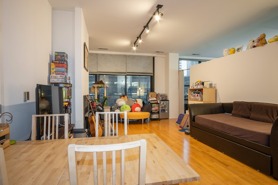 Real Estate Photography - 130 S. Canal St., #816, Chicago, IL, 60606 - Living Room / Dining Room