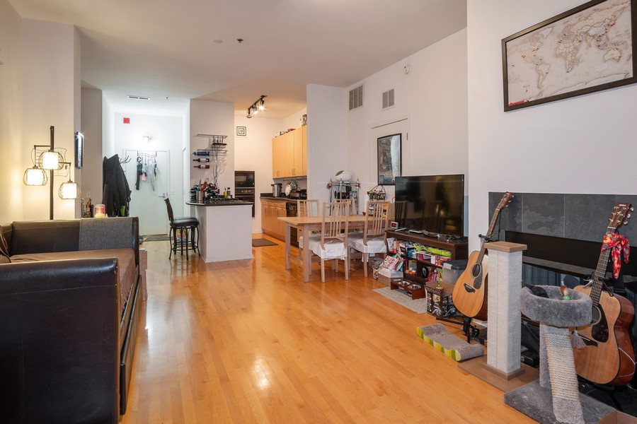 Real Estate Photography - 130 S. Canal St., #816, Chicago, IL, 60606 - Living Room/Dining Room