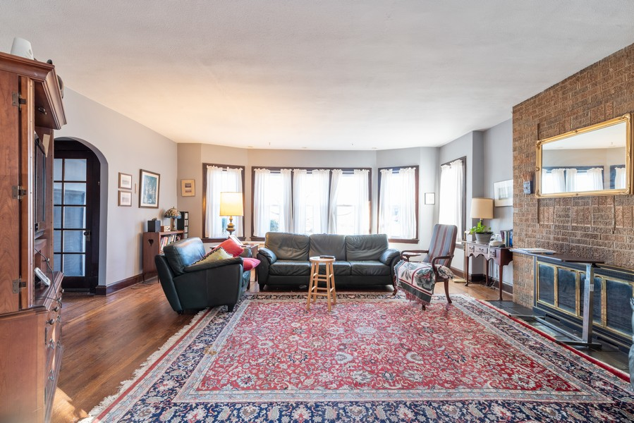 Real Estate Photography - 1100 Washington, Glenview, IL, 60025 - Living Room