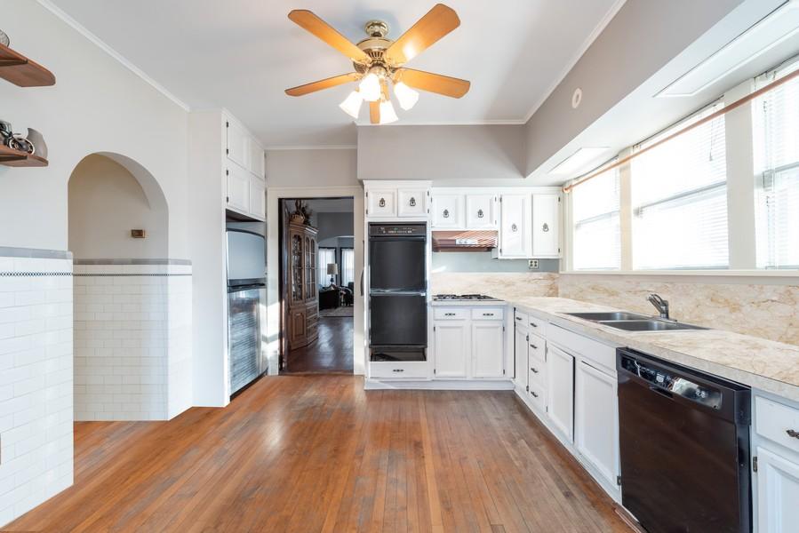 Real Estate Photography - 1100 Washington, Glenview, IL, 60025 - Kitchen