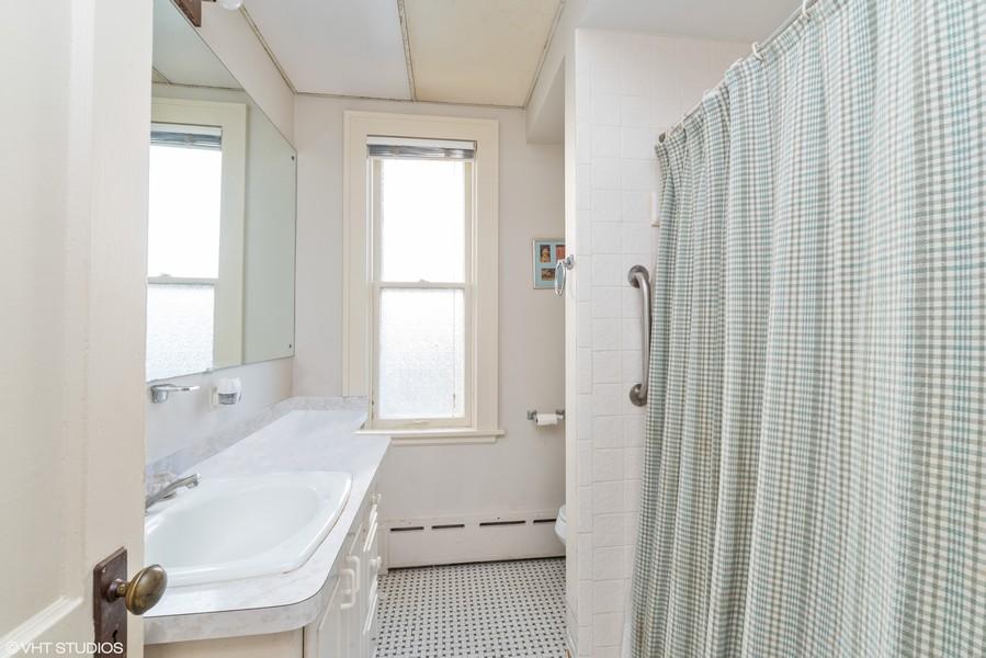 Real Estate Photography - 1100 Washington, Glenview, IL, 60025 - Bathroom