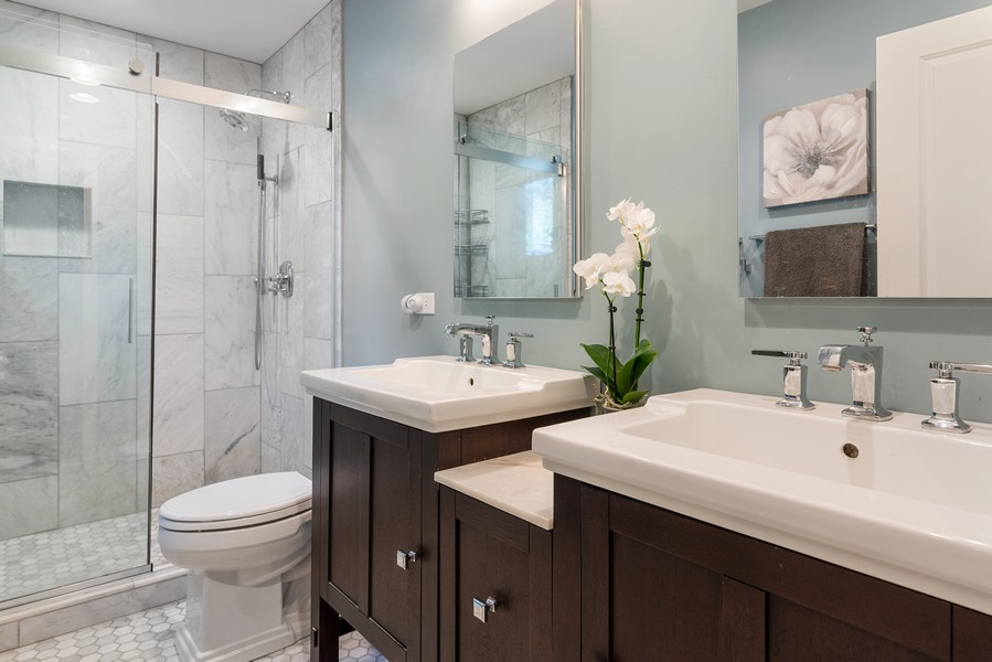 Real Estate Photography - 832 Leyden Ln, Wilmette, IL, 60091 - Master Bathroom