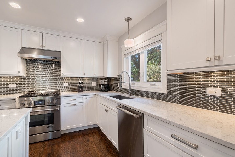 Real Estate Photography - 832 Leyden Ln, Wilmette, IL, 60091 - Kitchen