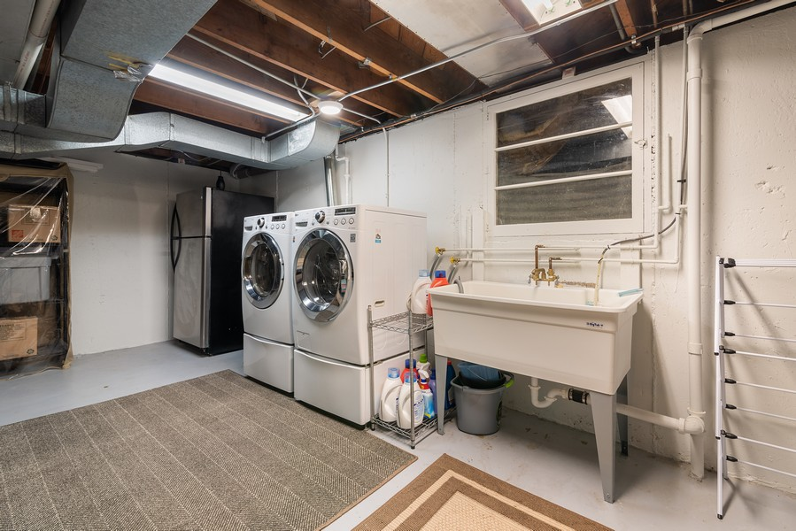 Real Estate Photography - 832 Leyden Ln, Wilmette, IL, 60091 - Laundry Room