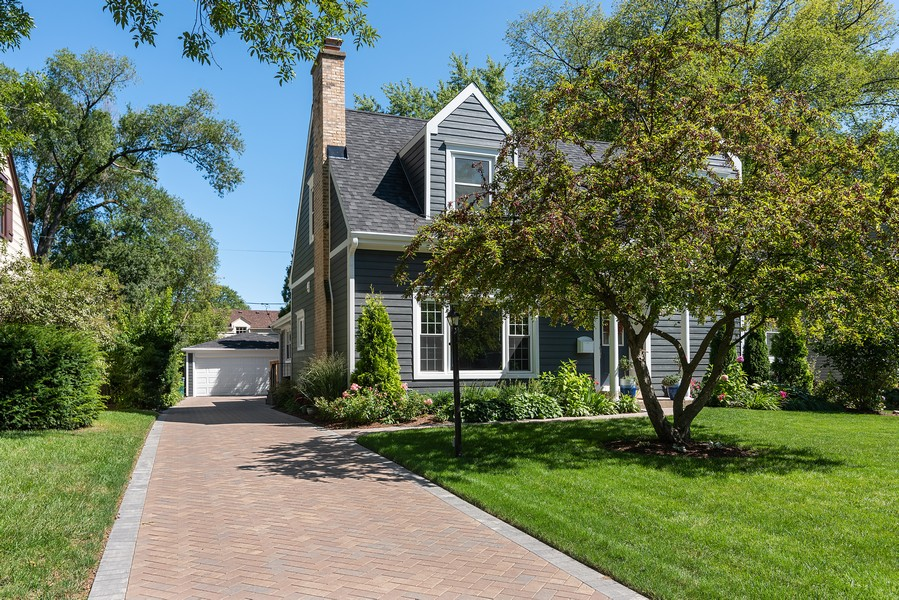 Real Estate Photography - 832 Leyden Ln, Wilmette, IL, 60091 - Front View