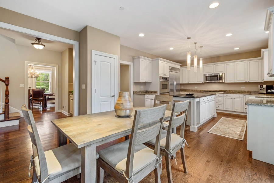 Real Estate Photography - 896 Hampstead Ct, Barrington, IL, 60010 - Kitchen / Breakfast Room