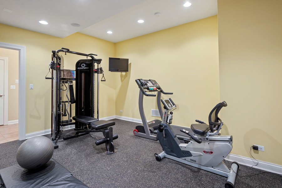 Real Estate Photography - 896 Hampstead Ct, Barrington, IL, 60010 - Fitness Room