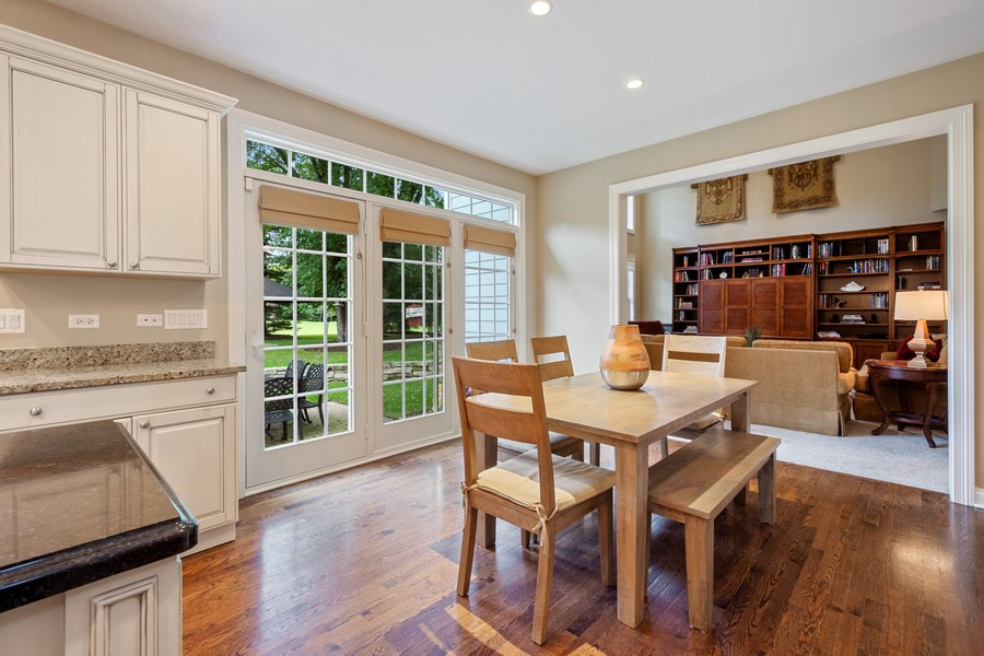 Real Estate Photography - 896 Hampstead Ct, Barrington, IL, 60010 - Breakfast Area