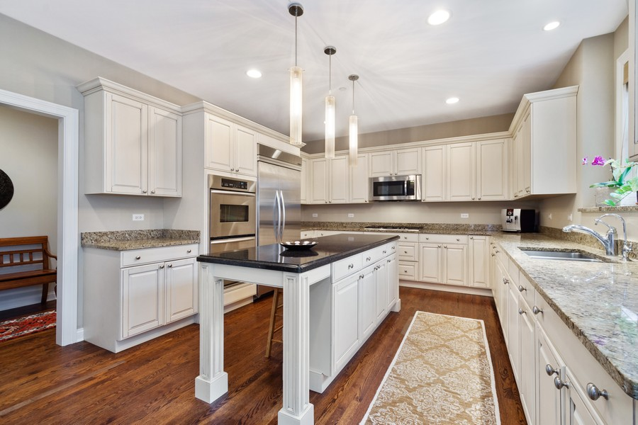 Real Estate Photography - 896 Hampstead Ct, Barrington, IL, 60010 - Kitchen
