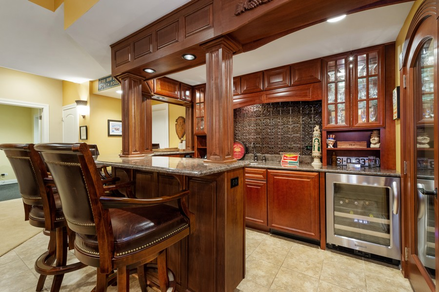 Real Estate Photography - 896 Hampstead Ct, Barrington, IL, 60010 - Bar