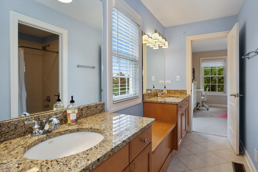 Real Estate Photography - 896 Hampstead Ct, Barrington, IL, 60010 - 2nd Bathroom