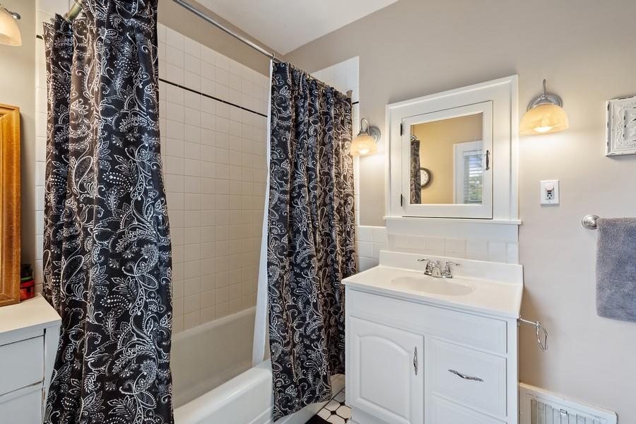 Real Estate Photography - 512 S Grove Ave, Barrington, IL, 60010 - Bathroom