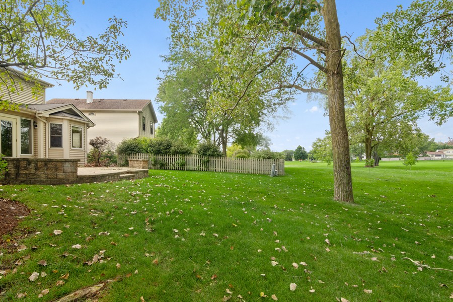 Real Estate Photography - 1118 Larraway Dr, Buffalo Grove, IL, 60089 - Backs to 20 Acre Park