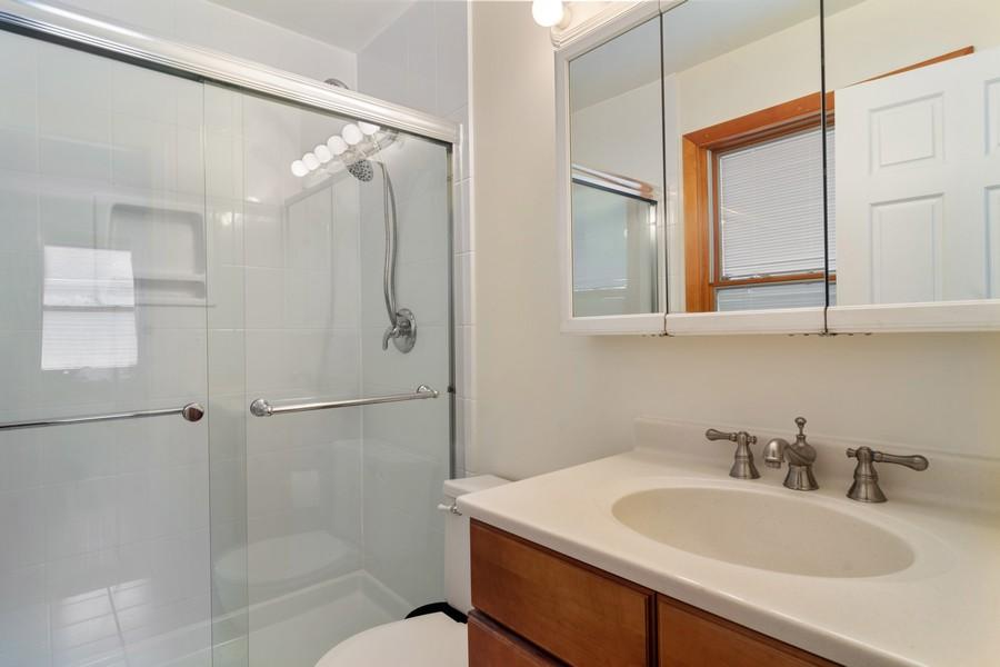 Real Estate Photography - 1118 Larraway Dr, Buffalo Grove, IL, 60089 - Master Bath