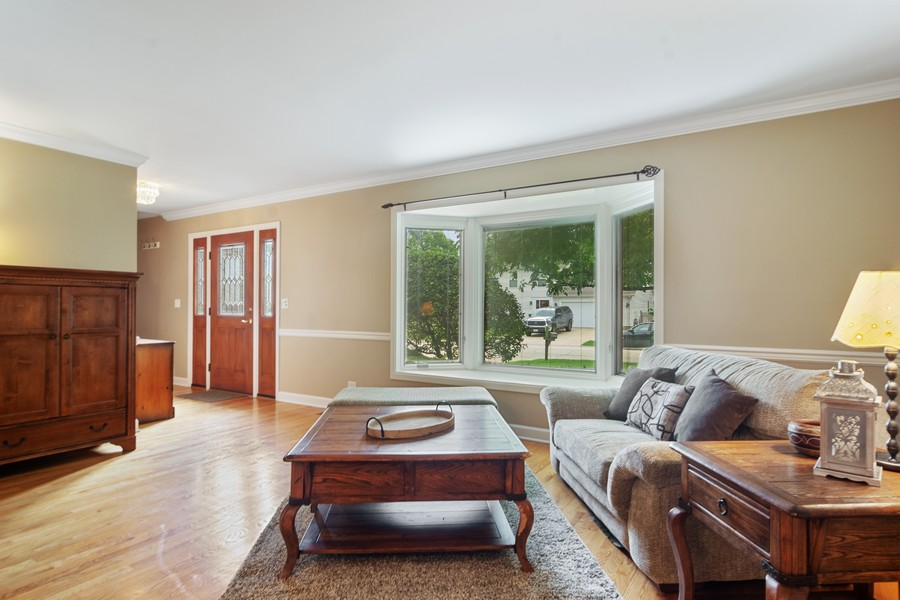 Real Estate Photography - 1118 Larraway Dr, Buffalo Grove, IL, 60089 - Living Room