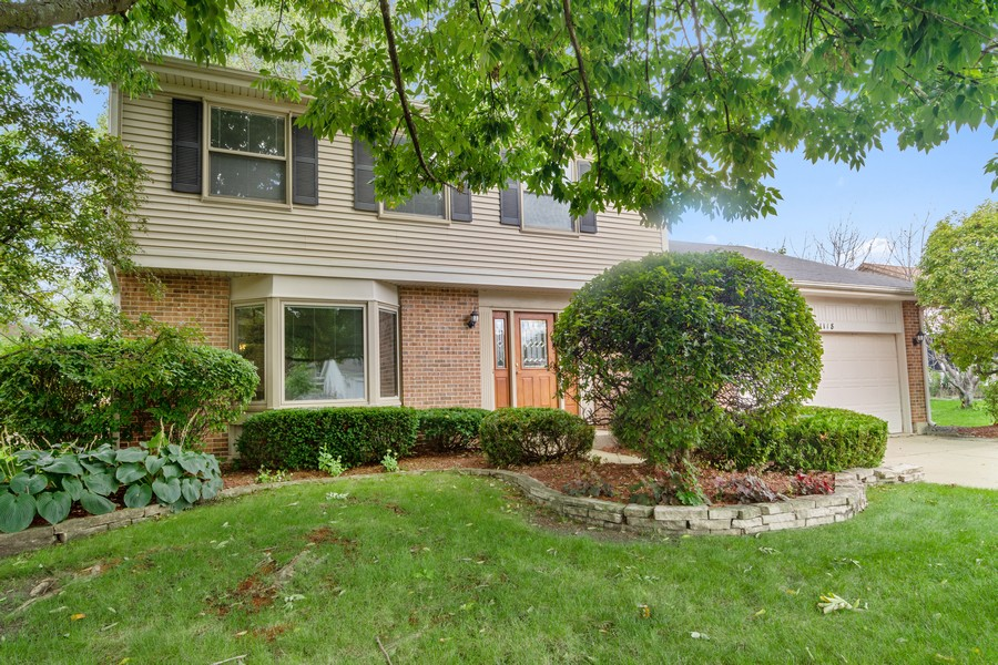 Real Estate Photography - 1118 Larraway Dr, Buffalo Grove, IL, 60089 - Front View