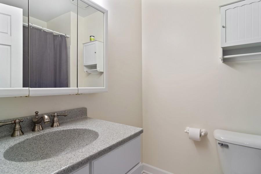 Real Estate Photography - 1118 Larraway Dr, Buffalo Grove, IL, 60089 - Hall Bath