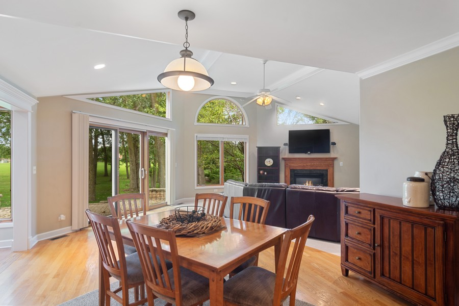 Real Estate Photography - 1118 Larraway Dr, Buffalo Grove, IL, 60089 - Kitchen Eating Area