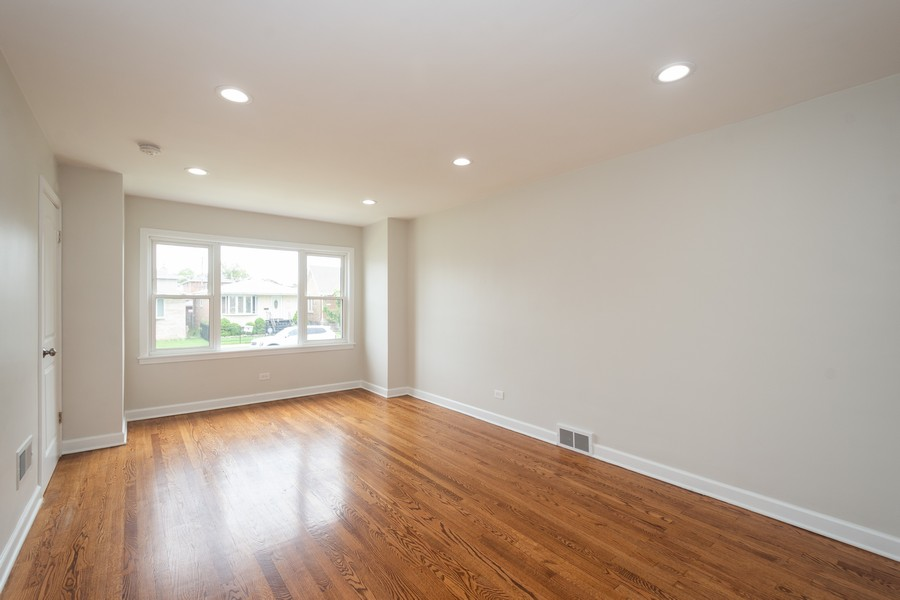 Real Estate Photography - 5542 S Nagle, Chicago, IL, 60638 - Living Room
