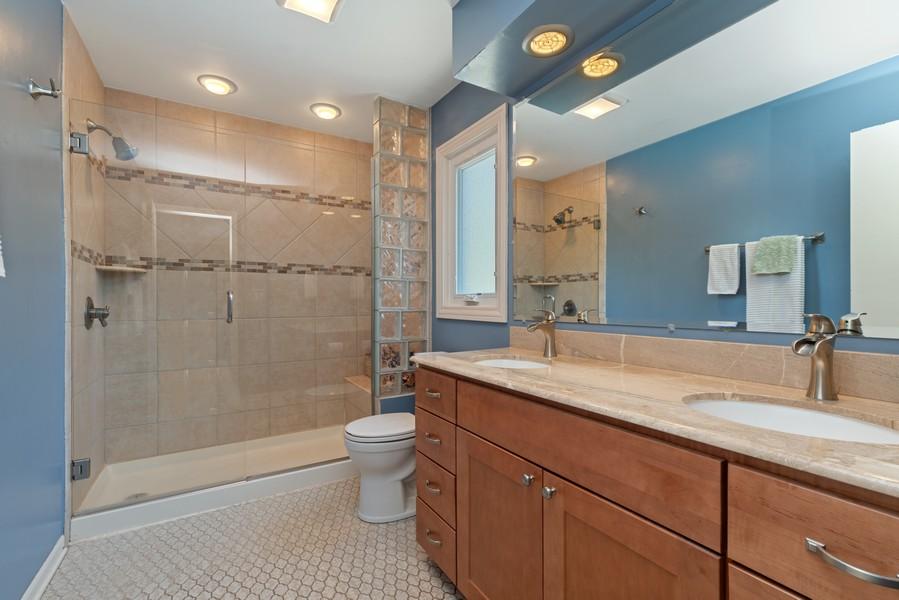 Real Estate Photography - 552 Hunter, Wilmette, IL, 60091 - Master Bathroom