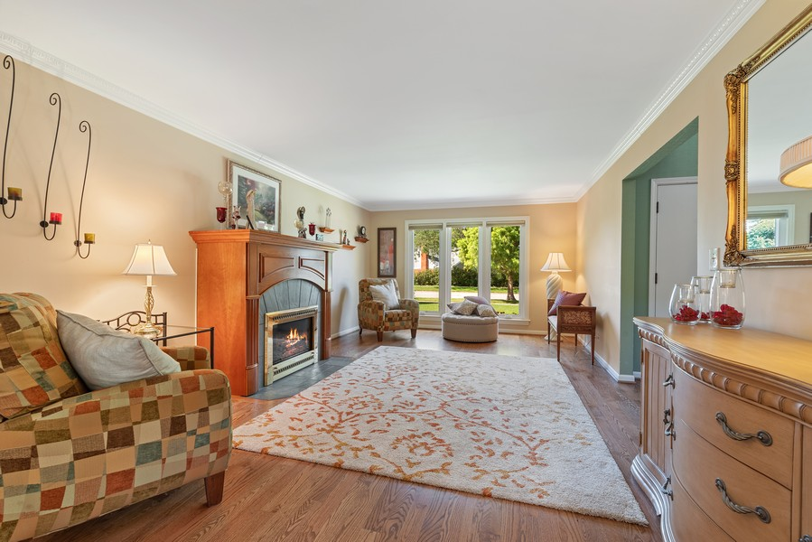 Real Estate Photography - 552 Hunter, Wilmette, IL, 60091 - Living Room