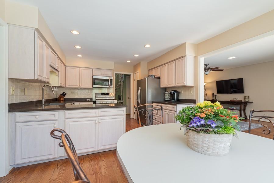 Real Estate Photography - 552 Hunter, Wilmette, IL, 60091 - Kitchen