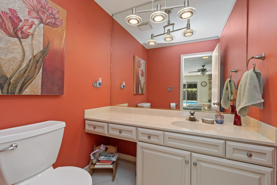 Real Estate Photography - 552 Hunter, Wilmette, IL, 60091 - Powder Room - first floor