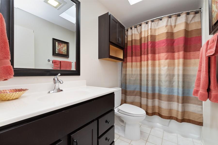 Real Estate Photography - 552 Hunter, Wilmette, IL, 60091 - Bathroom