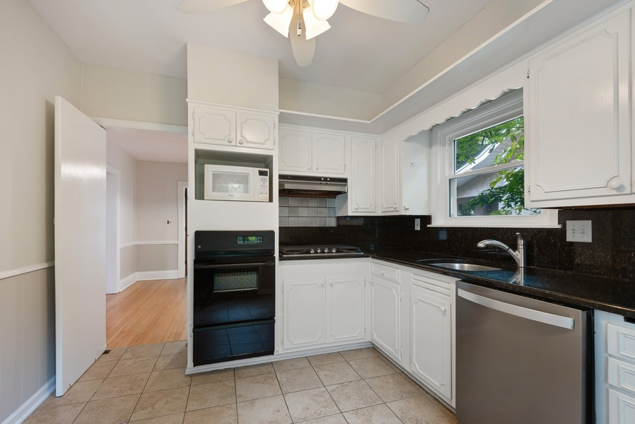 Real Estate Photography - 102 5th St, Wilmette, IL, 60091 - Kitchen