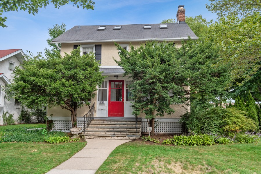 Real Estate Photography - 102 5th St, Wilmette, IL, 60091 - Front View