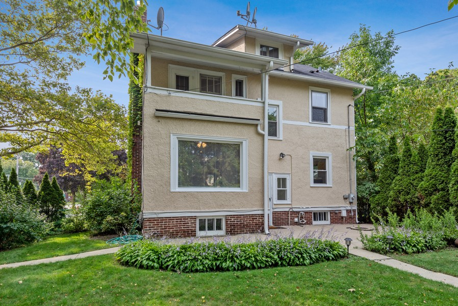 Real Estate Photography - 102 5th St, Wilmette, IL, 60091 - Rear View