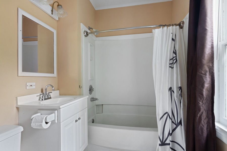 Real Estate Photography - 102 5th St, Wilmette, IL, 60091 - Bathroom